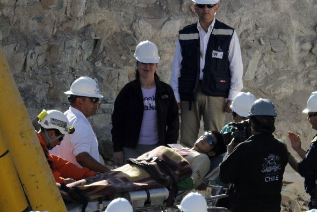 Carlos Bugueño es el minero número 23.  Tiene 27 años, debido a sus pret...
