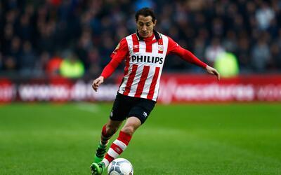 Guardado durante un partido de la Eredivisie con el PSV