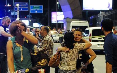 Ataque suicida en aeropuerto de Estambul deja 28 muertos