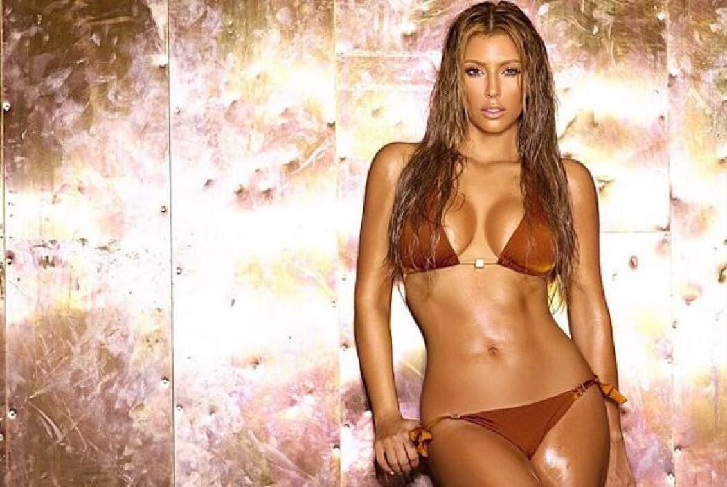 Cuidando al equipo de un gol se encuentra la súper sexy Kim Kardashian e...
