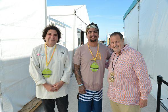 Aquí lo vemos con el chef Gastón Acurio, dueño de los restaurantes Astri...