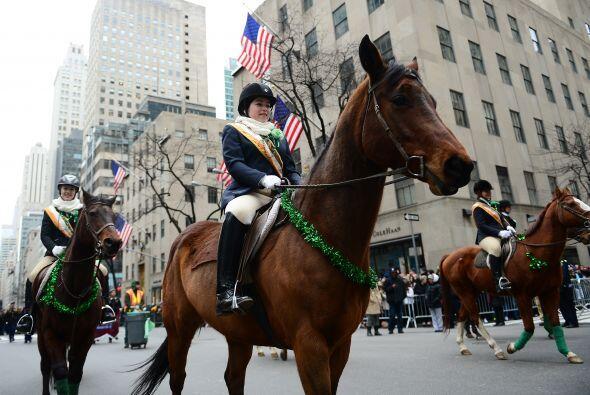 El desfile comienza a la altura de la calle 44 sobre la Quinta Avenida,...