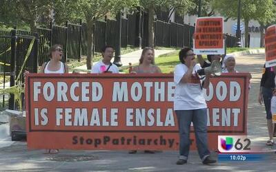 Protestas frente a la mansión de Rick Perry