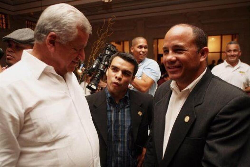 """Los boxeadores puertorriqueños Álex """"El Nene"""" Sánchez y Rafael Del Valle..."""