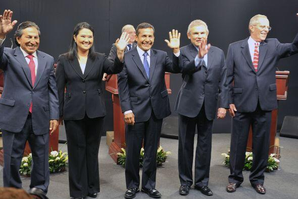Los candidatos a la silla presidencial de Perú se vieron las caras en el...