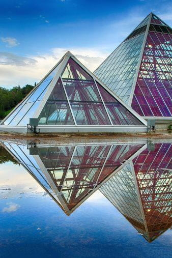 Para que las pirámides sean efectivas no se deben dejar cerca de...