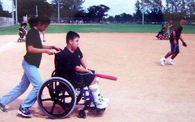 Cómo fue que niños en sillas de ruedas llegaron a jugar béisbol