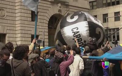 Miles de personas marcharon en Nueva York por el cambio climático