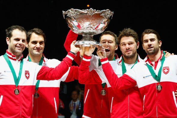 Por fin, Roger Federer pudo levantar el trofeo que le faltaba a su carre...