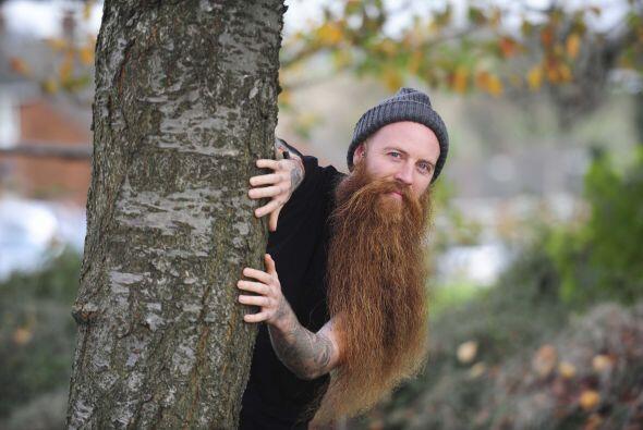 Michael Legge, de 29 años, tiene oficialmente la barba más...