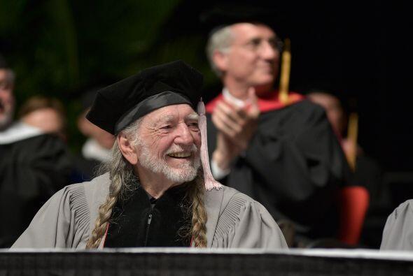 El cantante Willie Nelson recibió un doctorado honorario en Música en de...