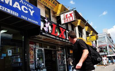 Las bodegas y otros negocios familiares en ciudades como Nueva York debe...
