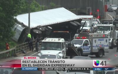 Se restablece el tránsito en el Sheridan Expressway tras aparatoso accid...