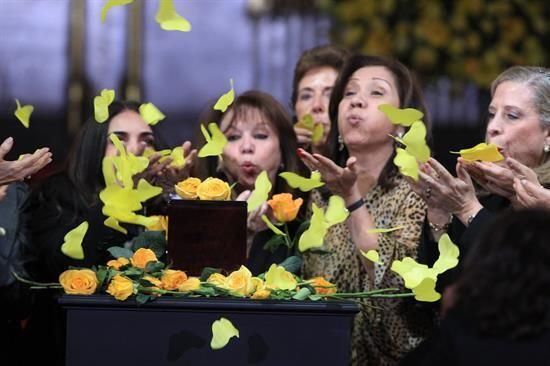 Admiradoras del escritor colombiano Gabriel García Márquez...