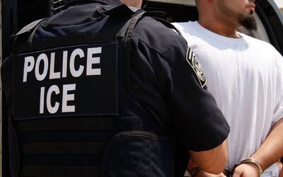 Unos 10,000 casos tiene cada agente de ICE a cargo de inmigrantes no det...