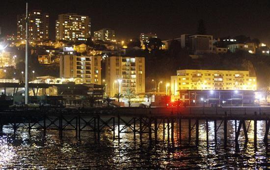 Vista de una zona costera de la ciudad de Valparaíso tras ser evacuada d...