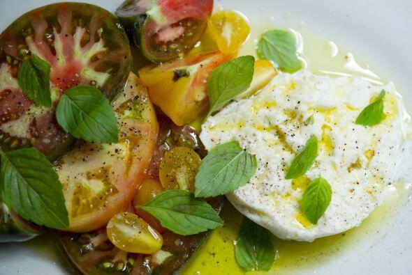 Si mezclas jitomate o tomate con jocoque y hierbas tendrás un manjar lis...