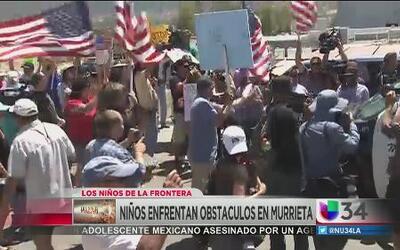 Niños enfrentaron protestas en Murrieta