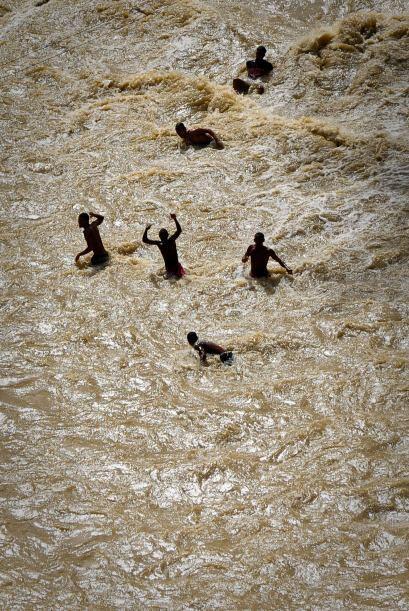 Estas zonas son donde se han originado extensas inundaciones y miles de...