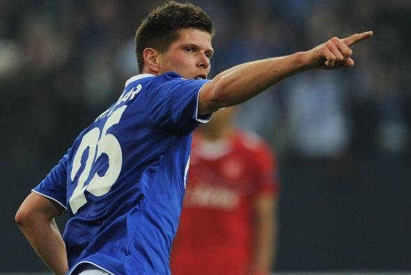 Pero Huntelaar hiso su tercer gol de la noche, para que el Schalke se im...