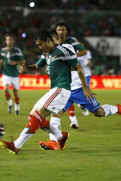 4.- Varias opción es en defensa.- Héctor Moreno es el titular seguro en...