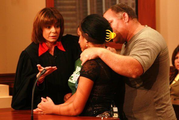 Luego de que la madrastra confirmó los golpes, Leonel comprendió a sus h...