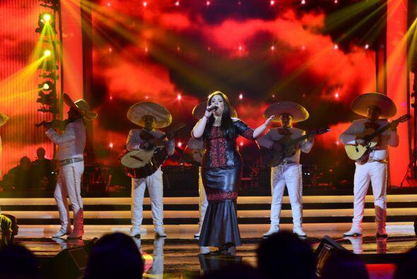 A Yaza le tocó ahora cantar con mariachi.