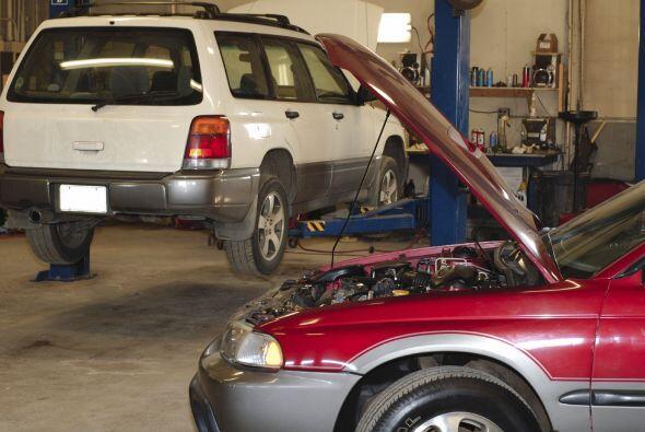 Algunos mecánicos recomiendan cambiarlo cada 2,000 a 3,000 millas (3,200...