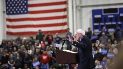 """Sanders se burla de los discursos """"shakespearianos"""" de Clinton a Wall St..."""