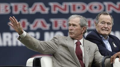 La ausencia de los Bush en la Convención de Cleveland está resonando en...