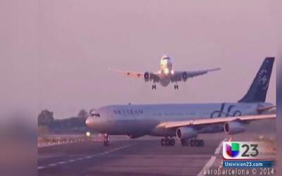 Piloto evita estrellarse contra otro avión cuando aterrizaba