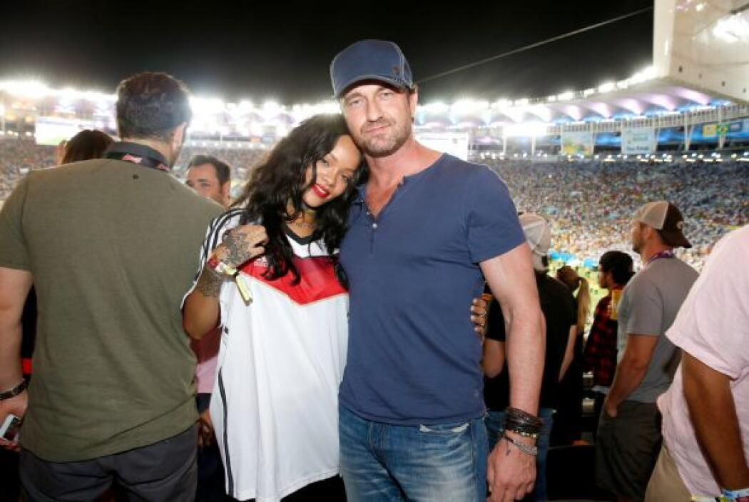 La cantante asistió a la final entre alemania y Argentina junto con el a...