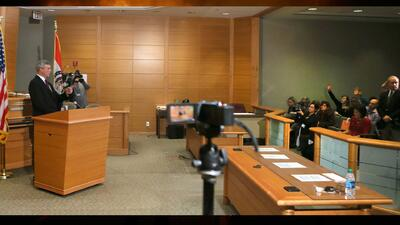 ¿Qué causó el controversial fallo del gran jurado en el caso de Michael...