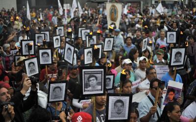 Marcha exigiendo justicia por los desaparecidos de Ayotzinapa en la Ciud...