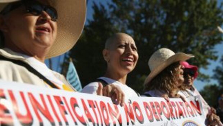 Millones de inmigrantes indocumentados en Estados Unidos aguardan a que...