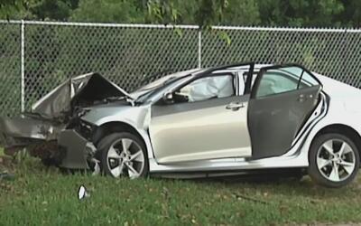 Una persecución policial en Homestead termina con un aparatoso accidente...