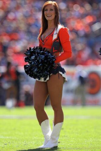 De los Denver Broncos, Becky, con apenas dos años como cheerleader (AP...