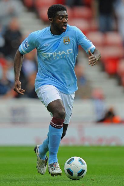 Kolo Touré, defensa de Costa de Marfil en 2006, suele ingresar en...