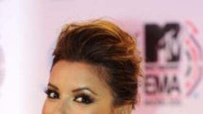 Eva Longoria dijo que no nació siendo bella, pero que mejoró mucho con l...