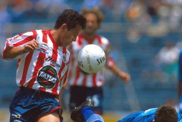 Tras madurar con los felinos López decidió probar suerte con las Chivas...