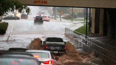 Severas inundaciones mantienen en alerta a Texas y Oklahoma