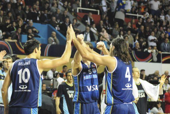 Dos libres de Scola y tres de Delfino ponían a Argentina 72...