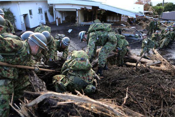 Ante el rigor del tifón, la accidentada central nuclear de Fukushima pus...