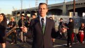 El alcalde de Los Ángeles interpreta una canción para prevenir atascos