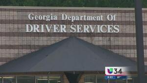 Demandan al DDS por negar licencias de conducir a extranjeros
