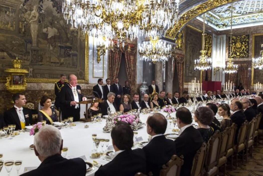 Diplomáticos, altos cargos, directivos de medios de comunicación, minist...