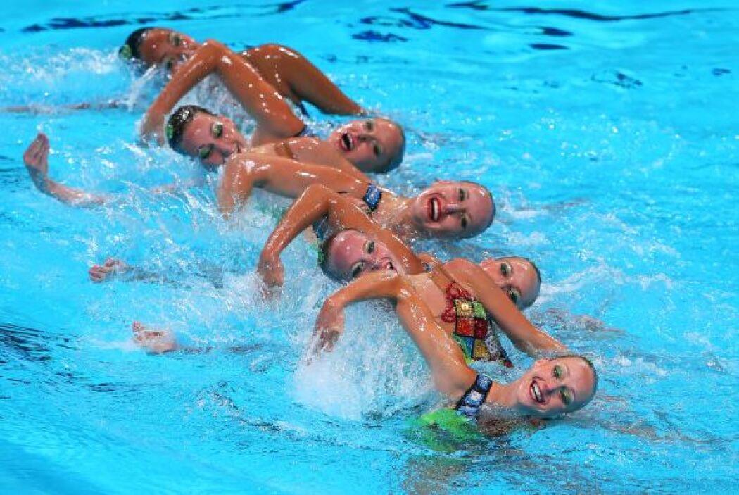 El grupo de Canadá en los preliminares del nado sincronizado.