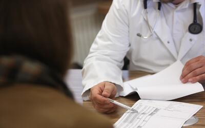 Aumentan las cifras de cáncer de colón en personas entre los 20 y los 49...