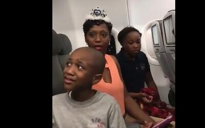 JetBlue expulsa a una familia por un pastel de cumpleaños