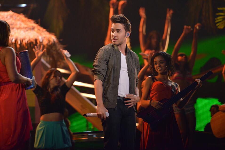 En 2013 hizo una fiesta hawaiiana desde los ensayos hasta en el show.